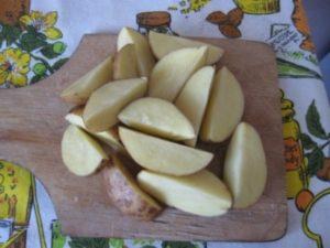 Картофель по-деревенски в горшочках 2
