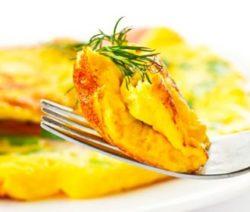 омлет из яиц и молока