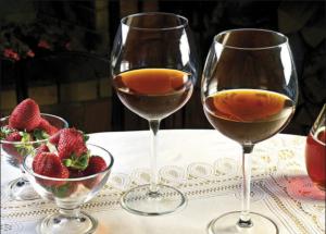 vino-klubnichnoe
