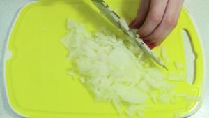 приготовление солянки шаг 1