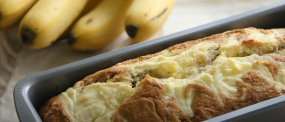 Бананово-ореховый хлеб со сливочным сыром